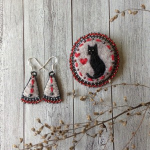 Handmade embroidered pin Black Cat