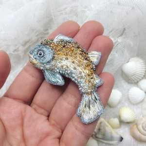 Fish pin (pendant)