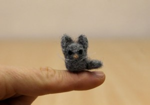 Miniature grey cat, tiny kitten, mini wool toy, dollhouse miniature animal , made to order, needle felted miniature