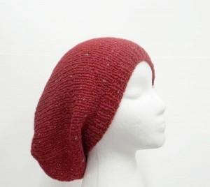 Slouch hat red sparkle, hand knitted.