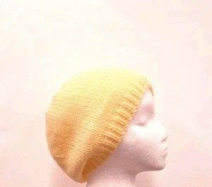 Knitted beanie hat yellow