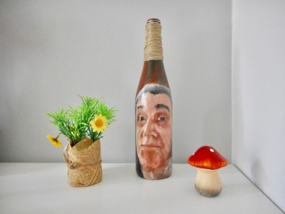 Personalized-custom-made-handpainted-portraits-bottle-art-portrait-winebottle-brown-Etsy-Gallery-Galleries-artists-exclusive-shop-shops-shopping-unique-gift-ideas-old-man-grandpa